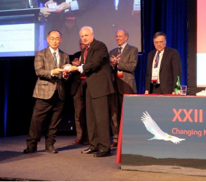 Prof. Shoji Tsuji receives recognition for scientific achievements from WFN President Raad Shakir.